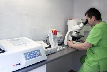 Laboratorio análisis clínico